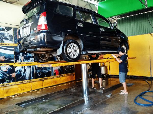 rửa xe ô tô kết hợp nội thất
