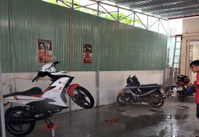 giá đỡ rửa xe máy